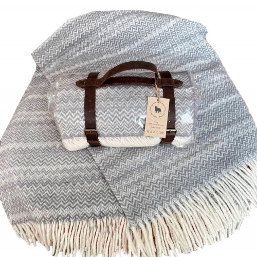 Woolen travel plaid 130 * 180 Zig-zag blue Love You
